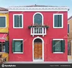 Retro Haus Eingangstür Mit Roten Fassade Und Grüne Fenster