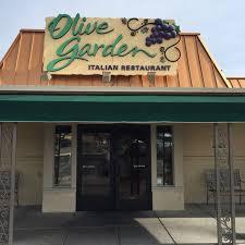 olive garden restaurant entrance