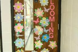 Image Wreaths Door Decorations Umelavinfo Door Decorations For Spring Spring Decorating Ideas Front Door Idea