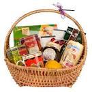 Плетеная корзинка с подарками