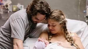 Thomas Rhett And Lauren Akins Welcome ...