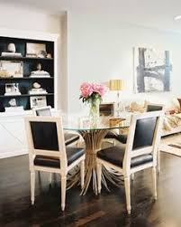 love this dining room with the pops of black and glam look