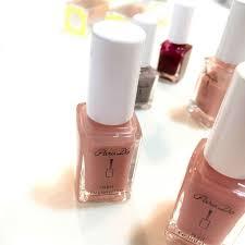 指先をきれいに見せるベージュ系カラーのネイルポリッシュまとめ Lips