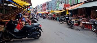Minim Sosialisasi, Pedagang Pasar di Makassar Takut Divaksin Covid-19 –  FAJAR