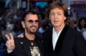 Paul McCartney und Ringo Starr feiern ...