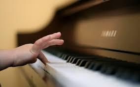 Afbeeldingsresultaat voor kind speelt piano