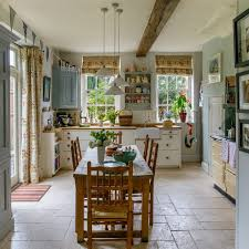 Traditional country kitchens Cream Country Kitchen With Shaker Units And Farmhouse Table Ideal Home Country Kitchen Pictures Ideal Home