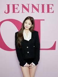Jennie de BLACKPINK habla sobre ser la primera integrante del grupo en  hacer su debut en solitario