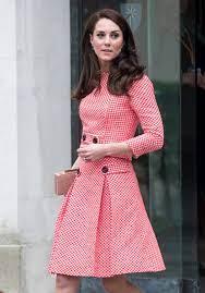 Kate Middleton lleva un vestido rosa con rojo al primer día de escuela de  sus hijos | Vogue México y Latinoamérica