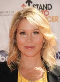 christina applegate blonde layered wavy hairstyle