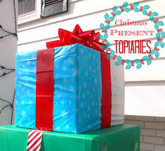 How To Make An Outdoor Christmas Present Topiary Diy Outdoor