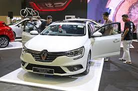 Motor firms start sales race at the glittery Singapore Motorshow ...