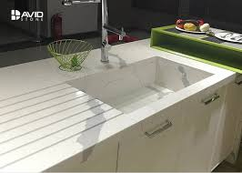 calacatta pattern white quartz countertops that look like marble for kitchen