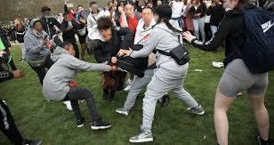 Hyde park bepaalt de nieuwe standaard. Schoolgirl 15 Stabbed As Fight Breaks Out At 4 20 Weed Day Gathering In Hyde Park