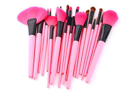 makeup brushes every beauty addict knows she needs a deadly brush collection in her nal but what to with a tonne of diffe brushes on the