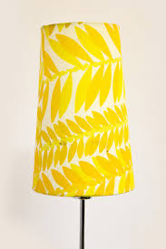 6500 Vintage Vloerlamp Geel Stoffen Kap Met Chroomkleurige
