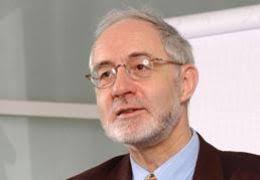 Dr. Hans-Peter Fricker, CEO WWF Schweiz Moderation: - Patrick Teuscher - 1694842