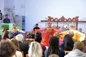 Musik iringan tari merupakan musik yang berfungsi sebagai pengiring dari sebuah tarian tari gaya tradisional selain dicirikan melalui keunikan gerak dapat juga dicirikan iringannya. Ringkasan Tari Merak Terlengkap Video