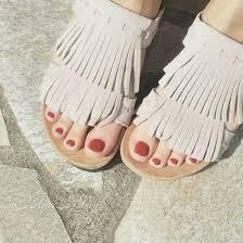 サンダル履くなら足指もおめかし夏のペディキュアに最適なプチプラ