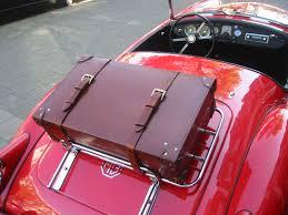 Afbeeldingsresultaat voor koffer met een rode sportauto