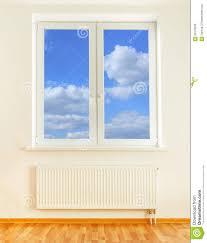 Der vorteil dieser heizung ist, dass sie fast überall ganz einfach eingesetzt werden kann, es genügt eine steckdose. Heizkorper Und Fenster Mit Ansicht Des Blauen Himmels Stockfoto Bild Von Ansicht Blauen 59178228