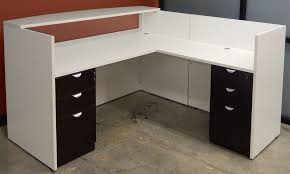 white woodgrain l shaped reception desk