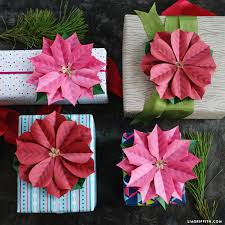 paper poinsettia gift topper 0002