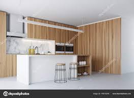 Dunklen Holz Fenster Küche Und Bar Ecke Stockfoto