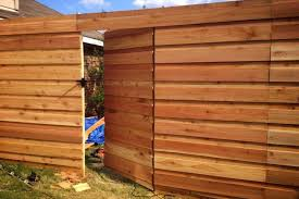Simple Horizontal Privacy Fence Design Idea And Decorations