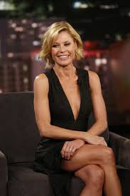 The 47-year old daughter of father Alexander Luetkemeyer, Jr. and mother Suzanne Frey, 168 cm tall Julie Bowen in 2017 photo