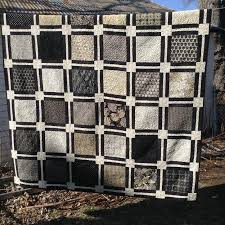 How to Make an Easy Quilt (That Looks Complicated!) & Easy Layer Cake Quilt pattern Adamdwight.com