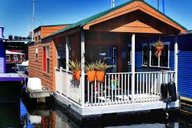 Houseboat Images Experience Life On The Lake In 400 Square Foot Water Lodge