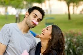 Hasil gambar untuk cowok romantis