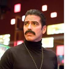 Ein Prachtexemplar von Schnauzträger gibt George Clooney ab! Leider war der Look inklusive Goldkette nur für seine «Ocean's»-Filmreihe.© DUKAS/REX - moustache-2012-stars-mit-schnauz-george-clooney-158151