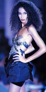 Early Versace sonia cole berry | Supermodels, High fashion street style,  90s fashion