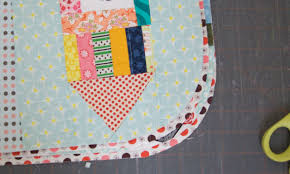 a quilt is nice: rounded quilt corners tutorial & a quilt is nice Adamdwight.com