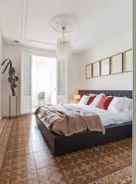 Das Zweite Schlafzimmer Verfügt über Ein Großes Bett Ein