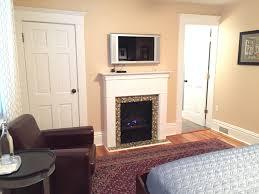 The Fireside Suite Three Oaks Inn - Comfortable tv chair
