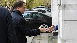 Мединский пришел на заседание президиума ВАК по поводу его  Мединский пришел на заседание президиума ВАК по поводу его диссертации Новости mail ru