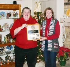 Kelly Driskell receives Keep Athens Beautiful award