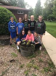 Go-Getters plant flowers in Ashkum | Iroquois County's Times-Republic |  newsbug.info
