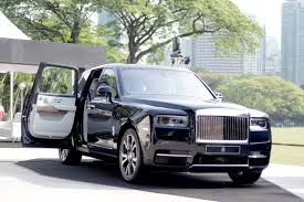 The most popular suv car of rolls royce is cullinan, phantom is popular luxury & ghost is popular. Php 53 Million The Starting Price Of The 2019 Rolls Royce Cullinan Auto News