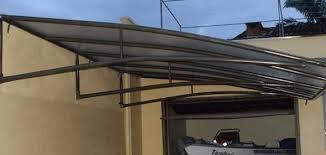 A telha de zinco, em si, não possui um bom isolamento acústico, fazendo com que ruídos que entrem em contato direto com o telhado pareçam ainda mais intensos, como uma chuva forte. Cobertura Para Garagem 28 Modelos E Materiais