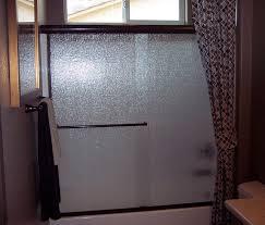 tub enclosure with rain glass in bronze finish