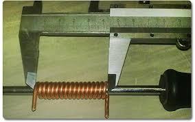 Применение инструмента для измерения диаметра жилы