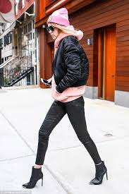 cool colour combo she teamed her black pants with a cosy pink hoo and a