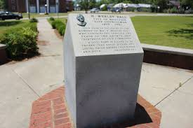 File:Wesley Ball Memorial Park marker Proverbs 22 1.JPG - Wikimedia Commons