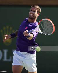 Cameron Norrie of Great Britain plays a forehand against Grigor...  Nachrichtenfoto - Getty Images