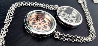 this glass stash it locket is 3cm across side hinged with a magnetic closure it comes with a rose gold or silver tone flower charm that floats between