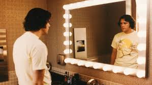 jim and andy depicts two comedians in one body the orion jim carrey as kandy kaufman staring at himself